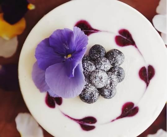免烤箱起司蛋糕不只是簡單而已!要像《漸層風藍莓起司蛋糕》連外表色調也美美der才行