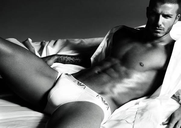 41歲貝克漢練腹肌的方法超級威!看了絕對讓妳賀爾蒙爆增的動作啊嘶~