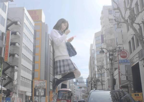 驚!!!進擊的女高中生巨人闖入東京街頭,將會有什麼狀況呢?!