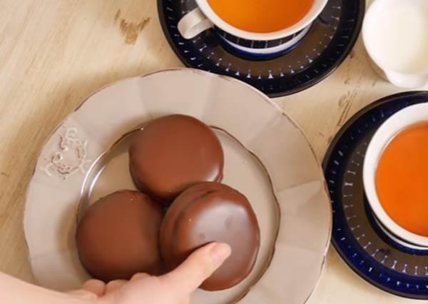 牽絲吧!經典零食「巧克力夾心派」也能自己做? 吃它絕對是人生一大回憶!