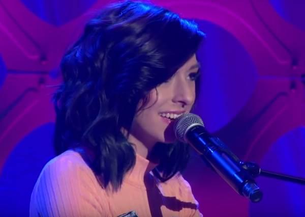 CHRISTINA GRIMMIE彈唱新歌!曾讓魔力紅主唱預言會是巨星的她,照樣第一句就征服所有人!