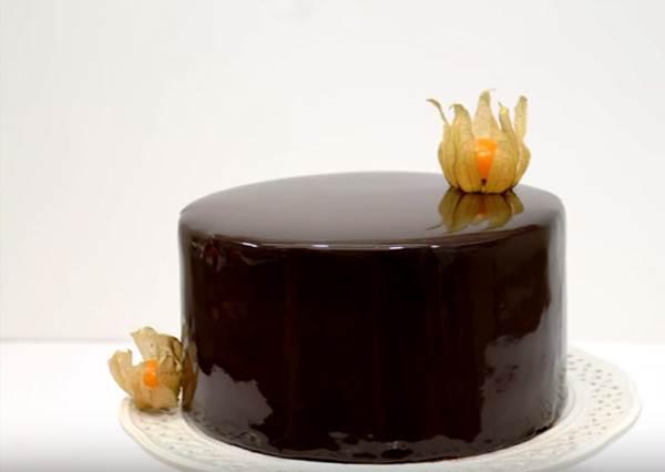 神人親自示範!如何在家做出風靡全球的「夢幻鏡面巧克力蛋糕」