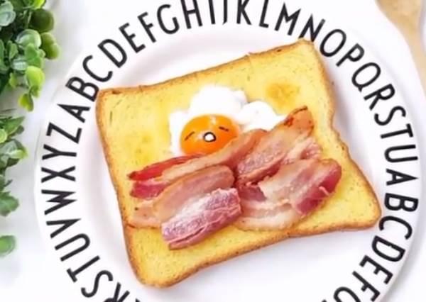 最適合po臉書炫耀!只要5分鐘,在家做出神複製「蛋黃哥培根吐司」