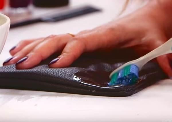 指甲油沾到衣服好崩潰? 這3種小秘訣讓你去漬變得超輕鬆!
