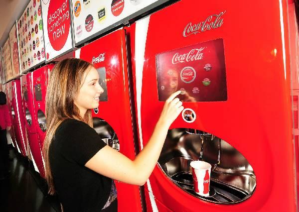 你今天分享了嗎?可口可樂販賣機再出新招,考驗人性的結果竟然是…