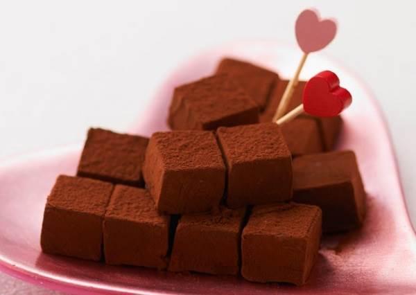 情人節暖身甜點! 3材料+3步驟=超級新手也能學會的「生巧克力」