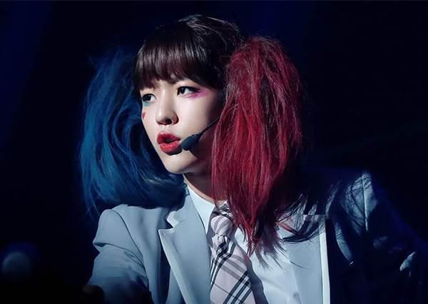 衣服是跟女idol借的? 韓國男偶像反串爆紅女神「小丑女」,熱舞模樣竟比本尊還性感!