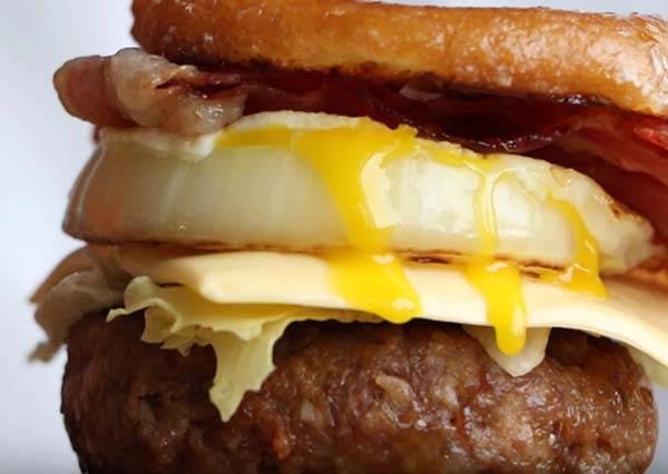 甜甜圈漢堡,挑戰你的味蕾!Crazy Good Donut Burger