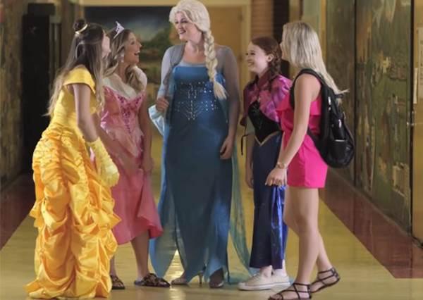 如果迪士尼公主也開學的話...小美人魚第一天就被當的原因讓人一秒笑到歪腰!