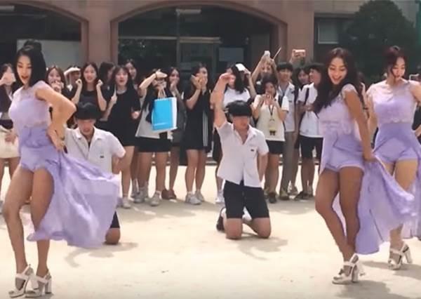校園突襲再升級! 男高中生校門口大跳性感舞,意外釣出女神團體現身PK?