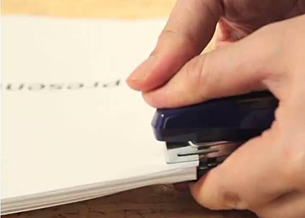 資料太厚,釘書機根本釘不下去? 此時能拯救你的竟然會是「保麗龍」!