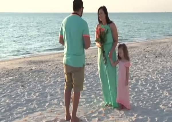 最浪漫的求婚:讓我照顧你和你女兒一輩子!