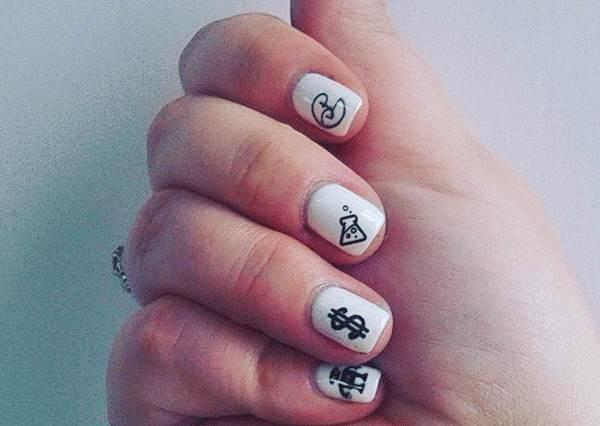 還在花時間塗塗抹抹做指甲嗎? 有了這台「手抖女救星」三步驟幫你印上去!