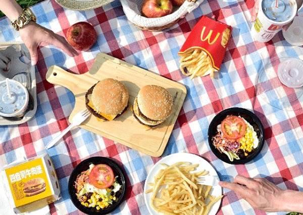 用「八字型法」吃漢堡就不會邊吃邊掉料?7個麥當勞未公開的實用妙招