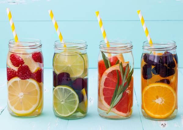 想瘦又戒不掉飲料? 那就改喝這四款自製水果水,作法超Easy