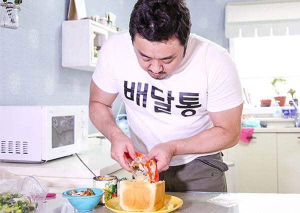 大叔連做料理都這麼Man! 馬東錫親自示範吃不完的炸雞還能變為超犯規起司吐司