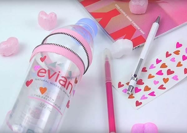 日本年輕人最近就是瘋這味,用Evian寶特瓶也能當鉛筆盒!簡單一步驟即可完成日本超夯鉛筆盒呀!