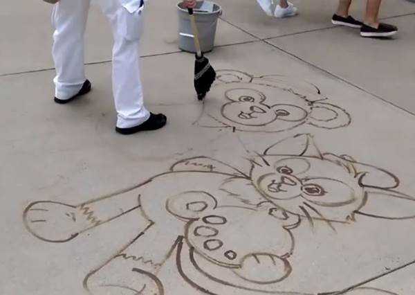 迪士尼臥虎藏龍!掃把神特製地板畫超吸睛