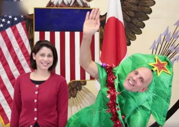 美國駐日大使也瘋狂《月薪嬌妻》戀愛舞!