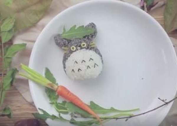 看著都療癒的萌系早餐!1分鐘自製龍貓飯糰