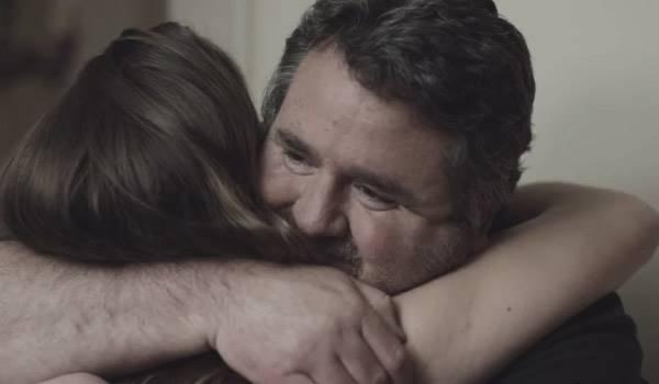 從不理不睬到感謝擁抱,父親做的一件事讓女兒產生巨大的變化!