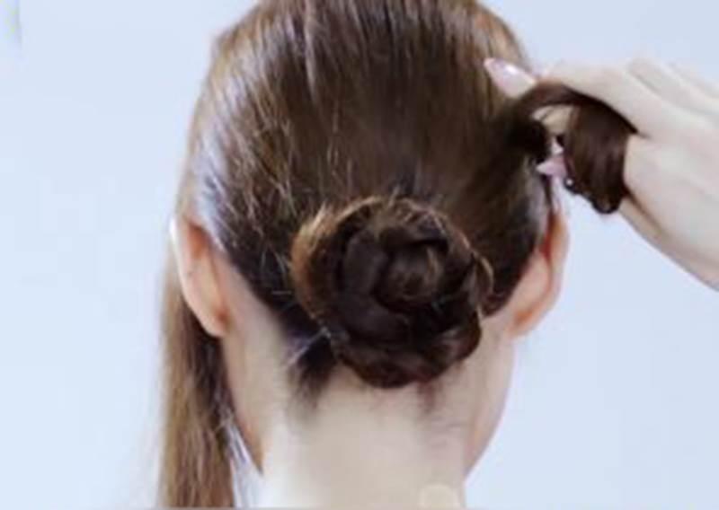 編髮障礙患者也OK!1分鐘綁好丸子頭新變化
