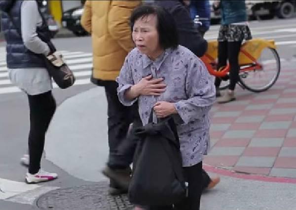 【台灣城市暖度街頭實驗】當一位老婆婆獨自無助過馬路時,你會停下腳步幫助她嗎?