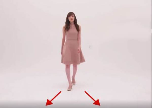 不想走路卡卡的?這樣穿高跟鞋走路才正確!