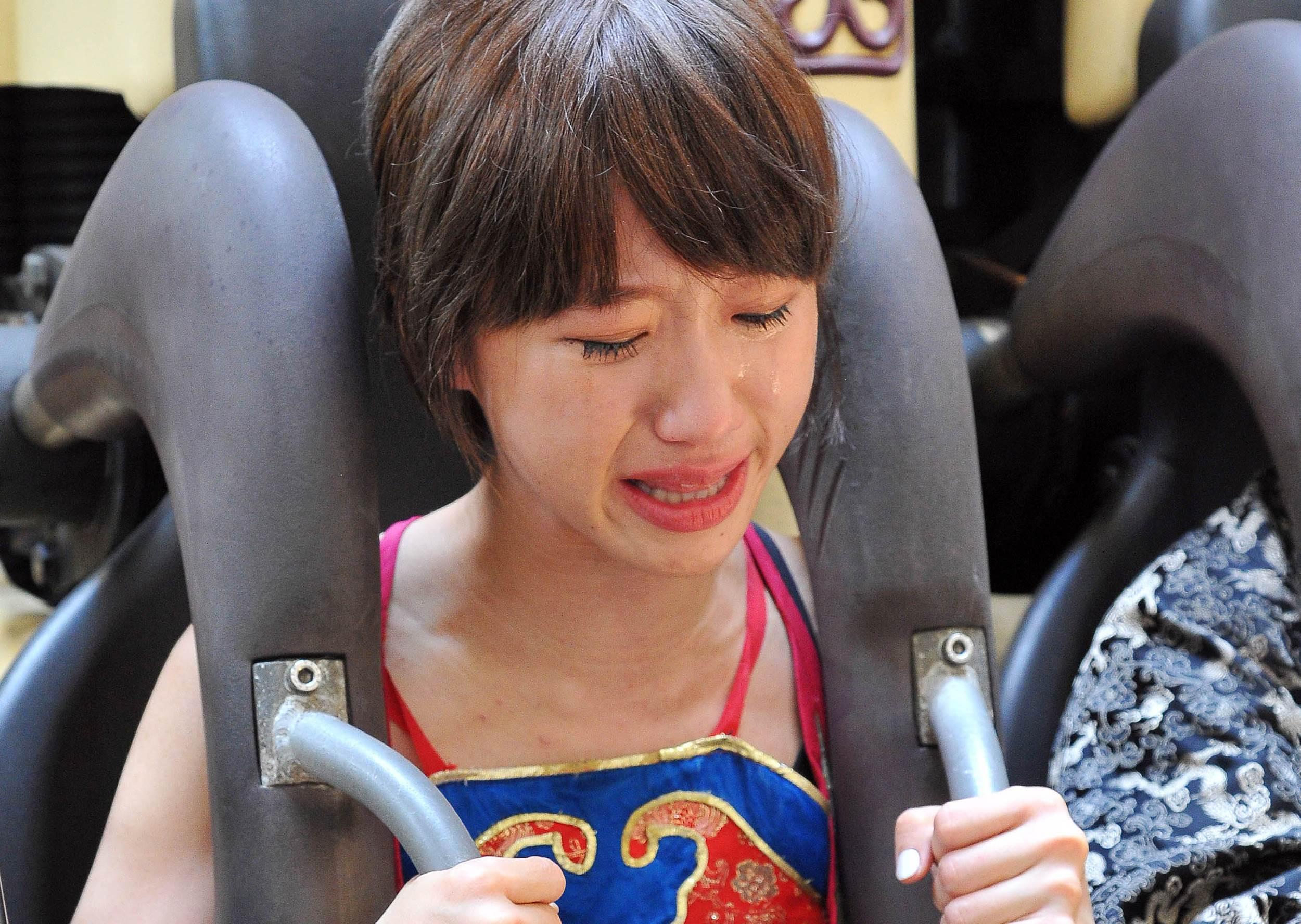 Lulu有心臟病仍敬業挑戰大怒神,發抖爆哭媽媽嚇壞