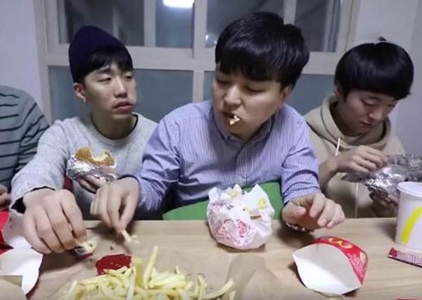 爆笑!吃速食行為TOP4!網友:怎麼每個全中