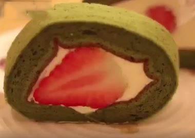 甜食界的鑽石級點心!抹茶草莓奶油捲