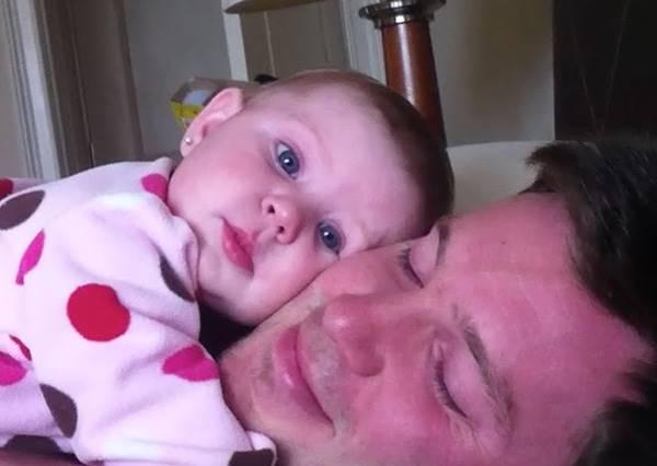 世上最萌的催眠招數就是這一招!爸爸捕捉Baby定格的畫面真融心啊~