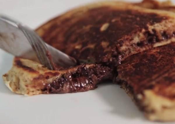 影音/只要提前1個步驟,就能自製超美味的爆漿巧克力鬆餅!