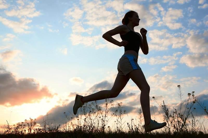 跑步只伸展下半身難怪總是覺得累! 跑前這2個簡單卻超重要的動作只花你三十秒