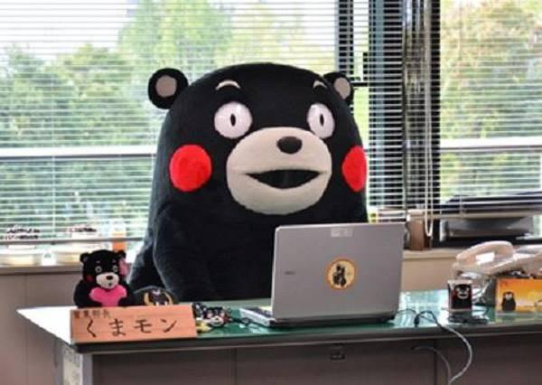 搞笑藝人出身的熊本熊 任誰都好奇布偶裝後的樣子到底是啥款啊!