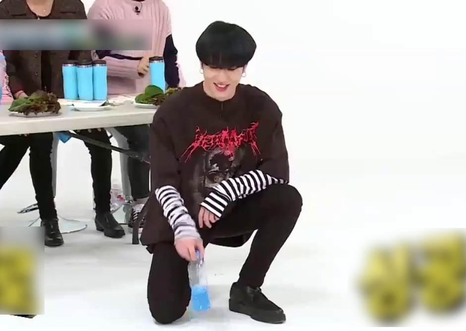 韓5組偶像陷遊戲漩渦!挑戰單手翻水瓶玩超嗨