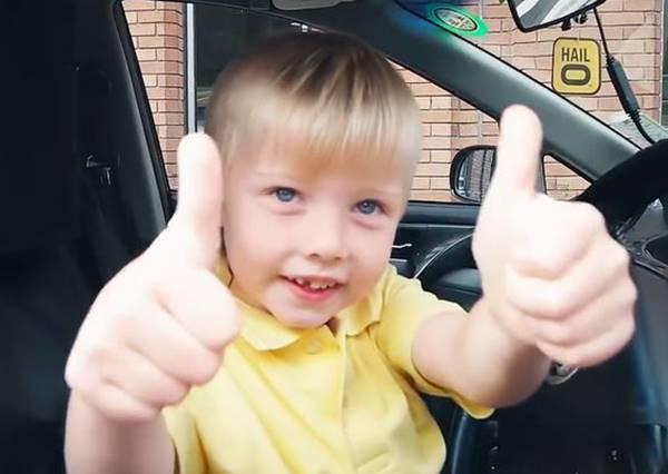 叫車來的計程車司機竟然是3歲小正太!開車技術好到你絕不會後悔搭上車