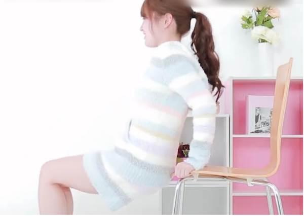 有椅子就能瘦手臂!1分鐘塑身操擊退蝴蝶袖