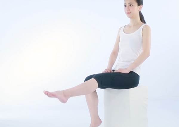 坐著就能做的駝背伸展操 不僅長高.小腹也跟著掰!