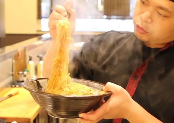 台式炒泡麵便宜輕鬆做!超大一碗不到百元搞定