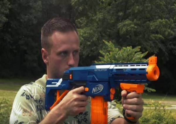 看完這部「玩具戰爭動作片」!你就能體會為何男生永遠都長不大