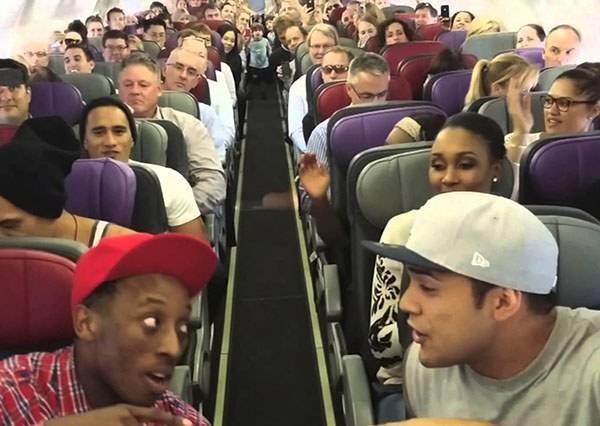獅子王演員在飛機上的事,會讓這群乘客想炫耀一整年!