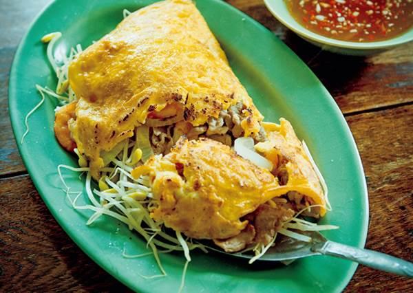 想不到自己做的「越南煎餅」也能這麼好吃!表皮煎得酥脆,吃起來卻很Q彈?