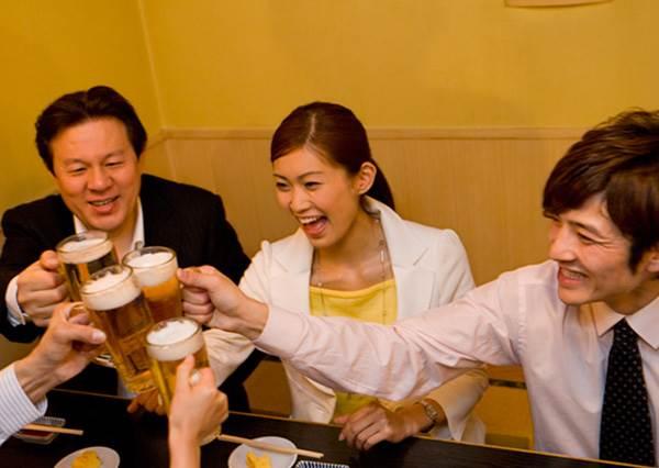 進日本居酒屋前一定要先搞清楚的7大潛規則!點菜前先點杯飲料才會顯得有禮貌?