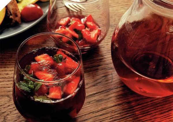 哪需要難度?少女必愛的「法式吐司卷」,內層疊幾個草莓就完成!