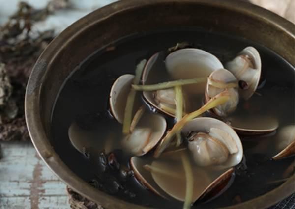 一變天就容易感冒?湯療最強秘方「紫蘇蛤蜊袪寒湯」:流汗治風寒性感冒!