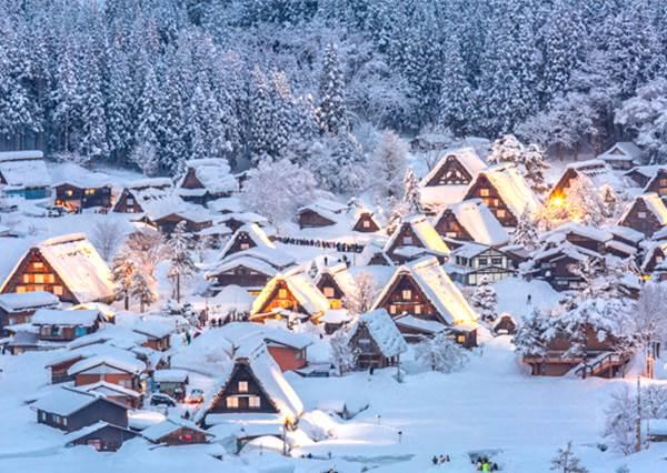 夢幻程度給我升到最高!湖泊上的溫泉浮湯、雪地裡的祈禱小屋,冬天限定的絕美景色你看過嗎?