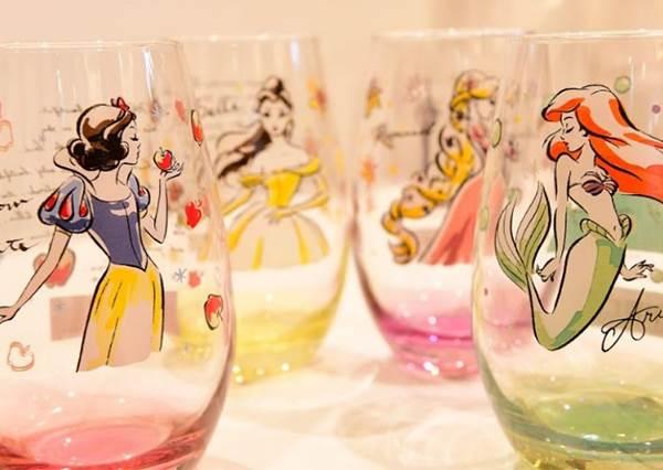 愛麗兒玻璃杯、白雪公主沐浴罐...超過250件商品!全台首間「迪士尼公主快閃店」夢幻登場