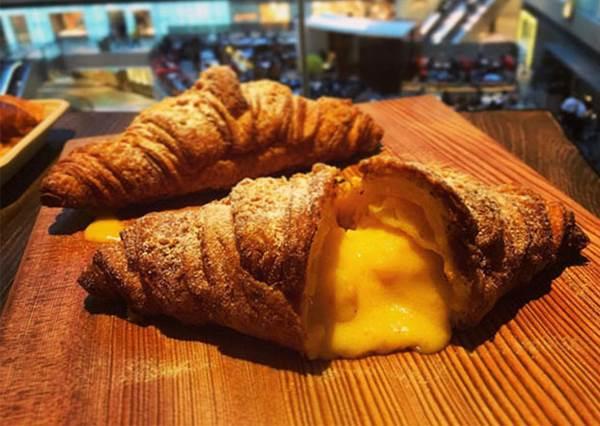 香港銅鑼灣必吃「爆漿法式起司焗牛角」,竟然另有流奶黃金牛口味?!