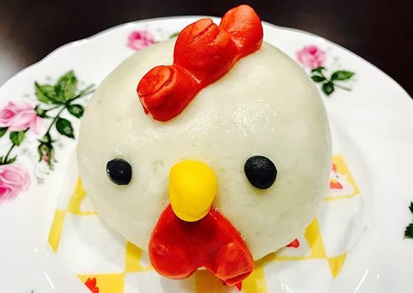 一半一半的兩種口味的「紅白海綿蛋糕」其實有祝賀意思?3款日本超商新年期間限定品介紹